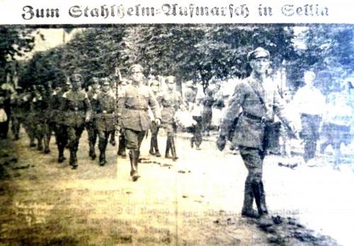 """Aufmarsch des rügenschen """"Stahlhelm"""" in Sellin im Jahre 1932 (Rügensche Zeitung)"""
