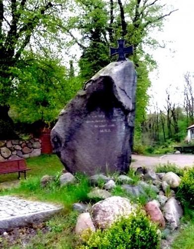 Kriegerdenkmal 1914-1918 in Gustow 2010