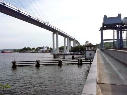 Stralsund. Blick auf die Ziegelgraben-Brücke des Jahres 1936 und die neue Rügendamm-Brücke des Jahres 2007