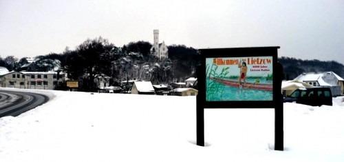 Lietzow. Ortseingang mit Hinweis auf die mittelsteinzeitliche Lietzow-Kultur 2010.