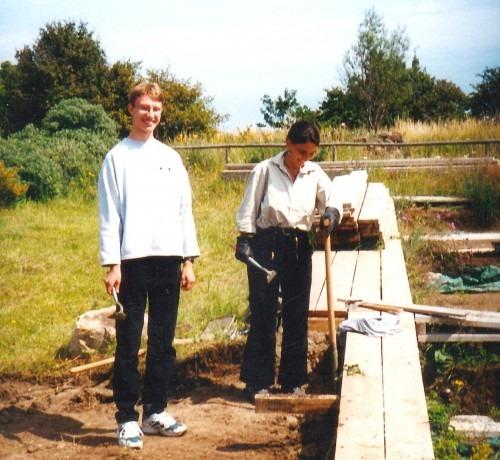 Arkona. Grabungssituation des Jahres 1998. Im Vordergrund der Student des Seminars für Prähistorische Archäologie an der Freien Universität zu Berlin Georg Leube