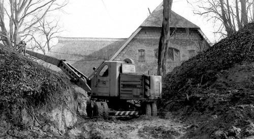 Zugang zum Burgwall 1970. Einsatz des Baggers beim Modernisierungsbau