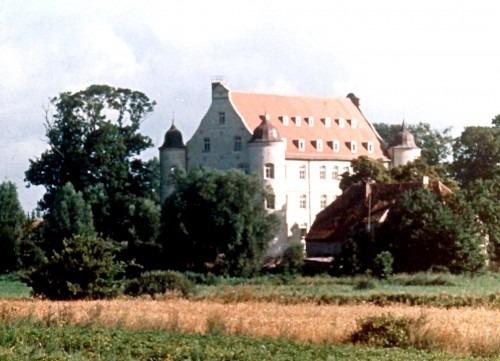 Ehemaliges Herrenhaus Spyker 1980, errichtet Ende des 16. Jahrhunderts, umgebaut durch den schwedischen General v. Wrangel (1613-1676) um 1650. Zu DDR-Zeiten war es ein Ferienheim des FDGB, heute Restaurant und Hotel.