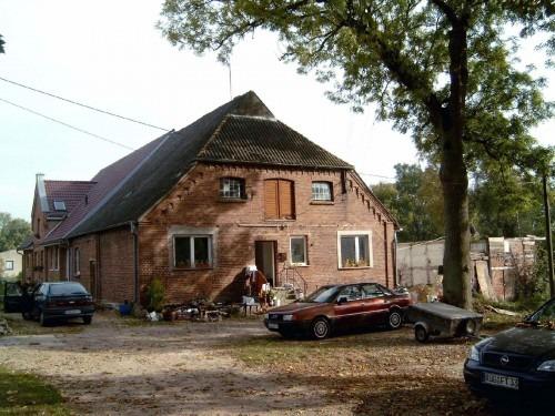 Ehemaliges Gutshaus Dumsevitz 2005. Das Gebäude wurde erst im 19. Jahrhundert erbaut.