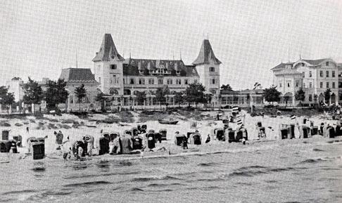 Bild-10.-Binz.-Strandleben-mit-dem-alten-Kurhaus-Album-von-Rügen