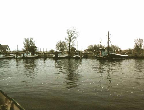 Bild 10. Blick in den Fischereihafen von Lauterbach. 1990