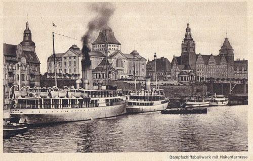 Bild 2. Bollwerk an der Hakenterrasse mit dem Salon-Dampfer Odin (Wehrmann 1911)