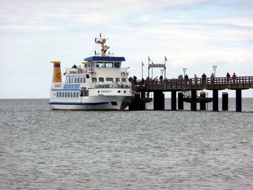 Bild-6.-Seebrücke-von-Binz-mit-Vergnügensdampfer.-2011