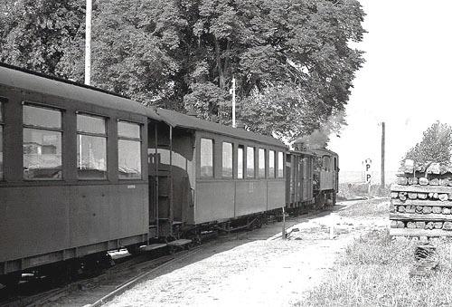 Bild 8. Am Bahnhof von Dorf Gustow. Vor 1967. Repro