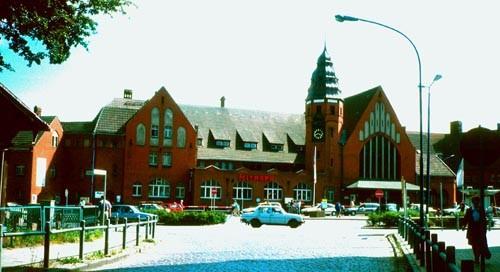 Bild-7.-Das-als-Kopfbahnhof-errichtete-Bahnhofsgebäude-von-Stralsund.-2010
