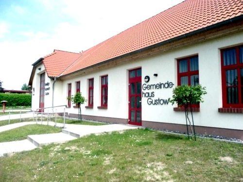 Das jetzige Feuerwehrgebäude. Aufn. Leube, 2013