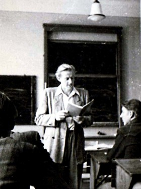 Abb. 1. Klassenlehrer Herbert Schäwel( 1924-2015) im Jahre 1954. II