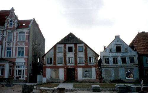 Abb. 8. Bergen. Rekonstruktion verfallener Gebäude im Jahre 1990. Aufnahme - A. Leube