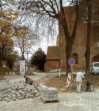 Bergen. Westseite der Marienkirche. Bauarbeiten. aufnahme A. Leube 2005
